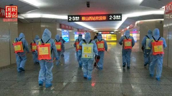 8.孙宝江团队到高铁站开展防疫消毒.jpg